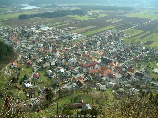 Radlje ob Dravi, upravno in gospodarsko središče